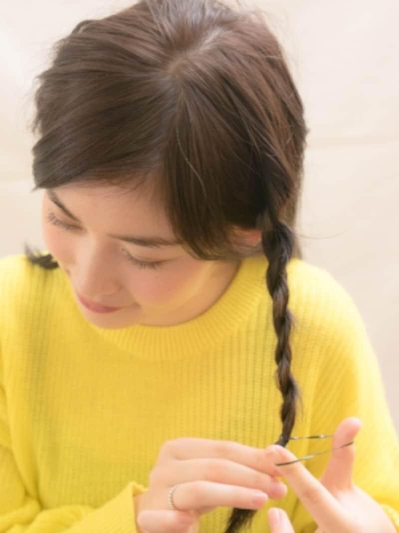ゴムで結んで編み目が崩れないようにキープ