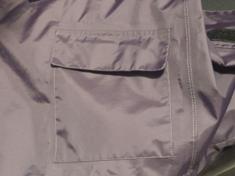 ジャケット後ろにはポケットが