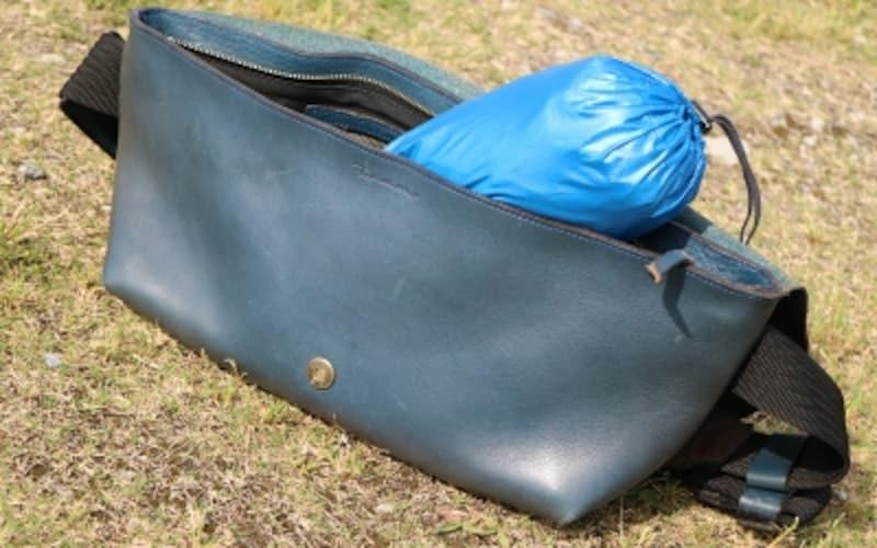 バッグにひとつ携帯しておけば、肌寒いナイトランの心強い味方に