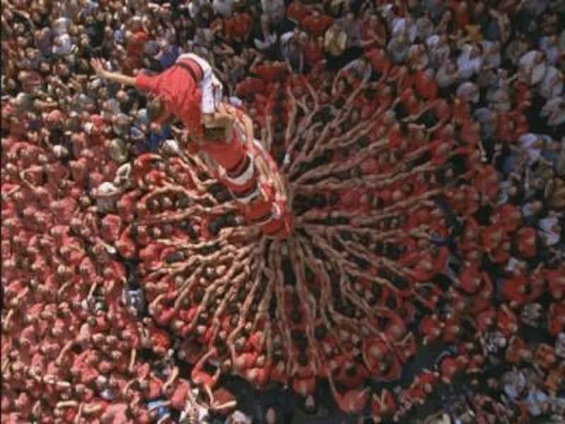 バルセロナのメルセ祭りで行われる人間の塔、カステルスのコンクール。