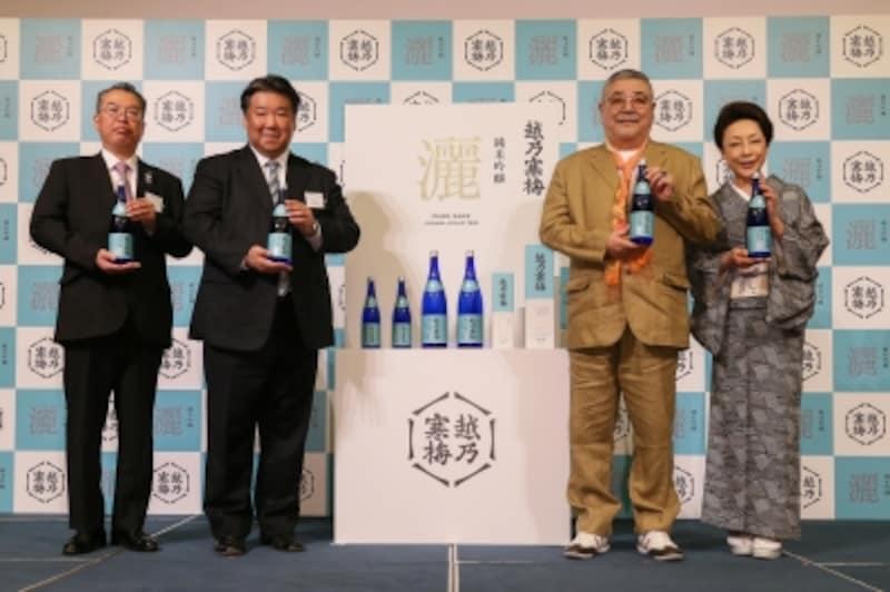 左から竹内杜氏、石本社長、中尾彬・池波志乃ご夫妻