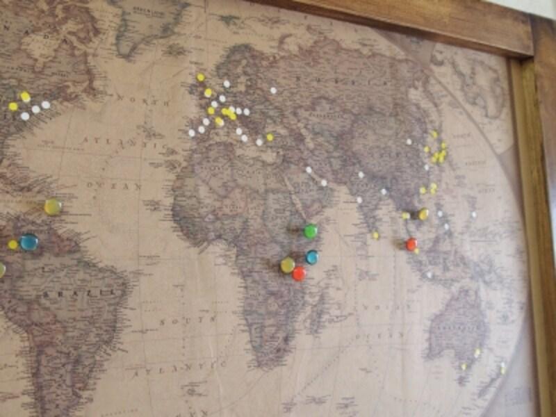 店内にある地図にはピンや色のついたシールが。それぞれの意味はお店に来た際に是非聞いてみて!