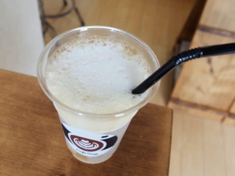 コーヒーとフォームドミルクによって作られる綺麗な層