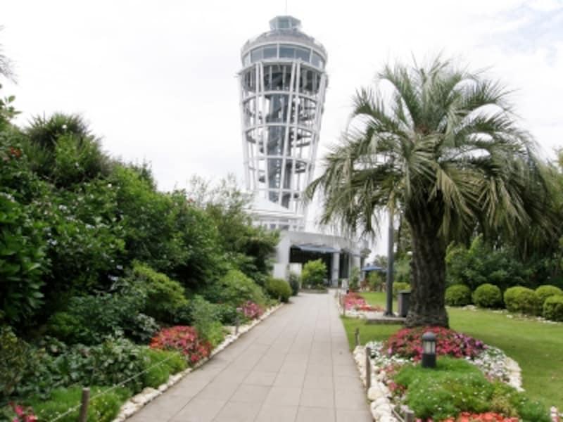 江の島サムエル・コッキング苑内の展望灯台へ