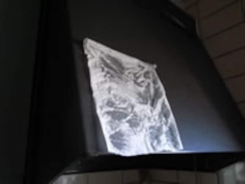 固まりかけたしつこい汚れには、キッチンペーパーかティッシュペーパーでの湿布が効きます