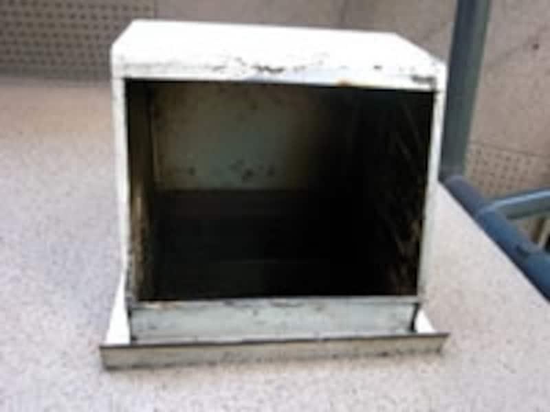 換気扇外部、外壁周辺の汚れも注意してみて下さい