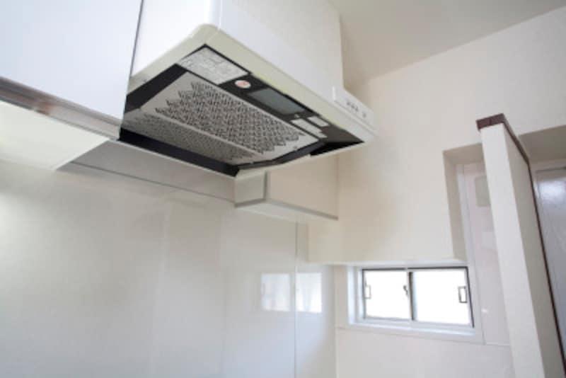 キッチンの換気扇・レンジフードの掃除方法とは
