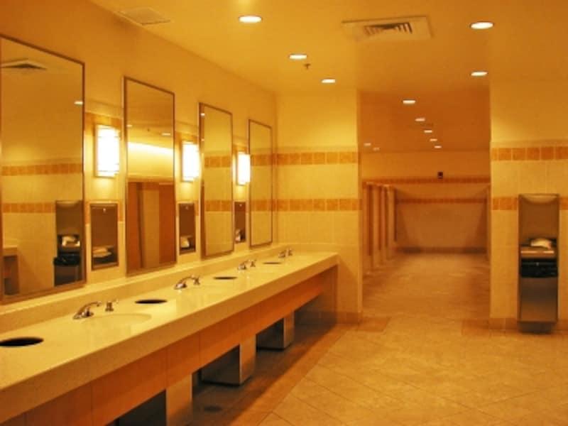 おむつ替え台、休憩コーナーもあるアラモアナセンター4階のトイレ