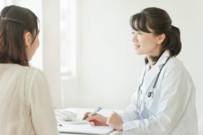 日常的に吐き気に悩まされているなら、安易な判断や薬の服用はせず、病院を受診するようにしよう