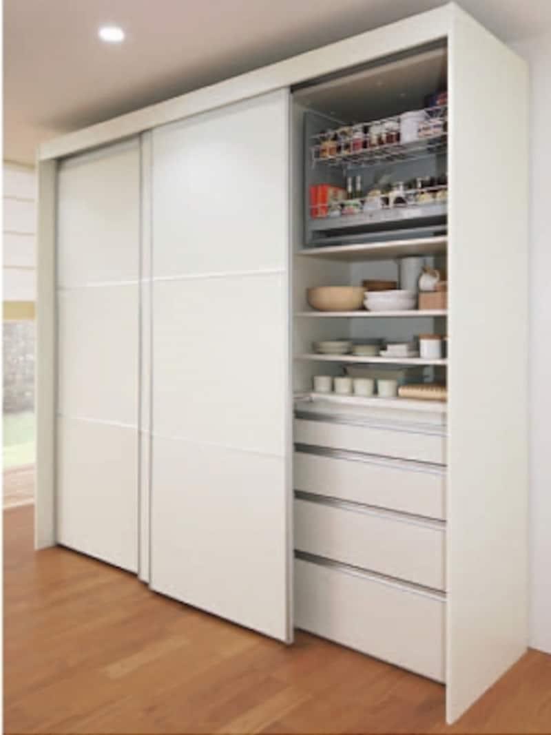 昇降ユニットや家電収納棚などを組み合わせることが可能。すりガラス調(半透明樹脂)の扉も揃う。[ザ・クラッソundefinedコンフォートユニット]undefinedTOTOundefinedhttps://jp.toto.com/