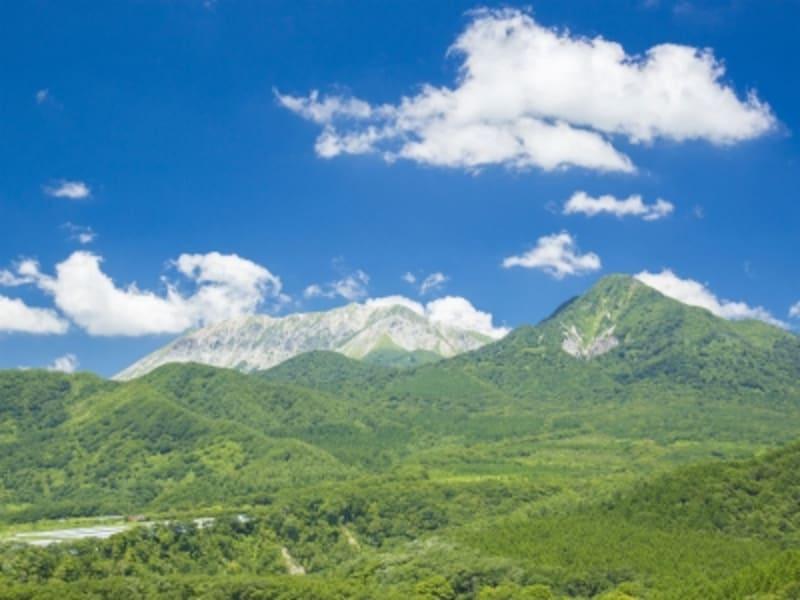 日本の国土のおよそ7割が山。「山の日」は「山に親しむ機会を得て、山の恩恵に感謝する」ための祝日です
