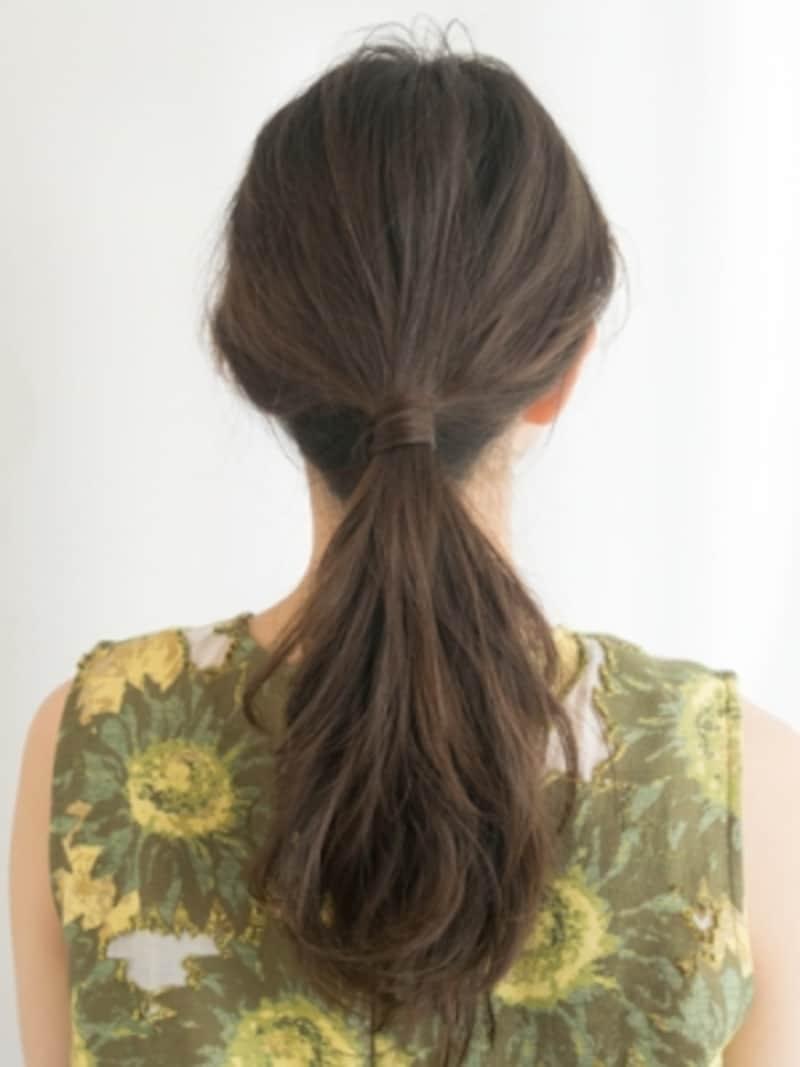 ゴムの結び目を髪の毛で隠す方法