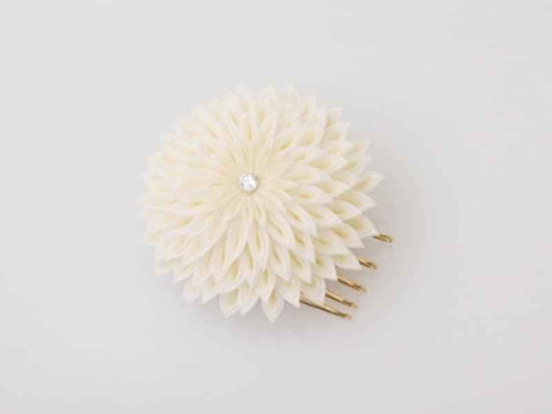 菊モチーフのヘアピン