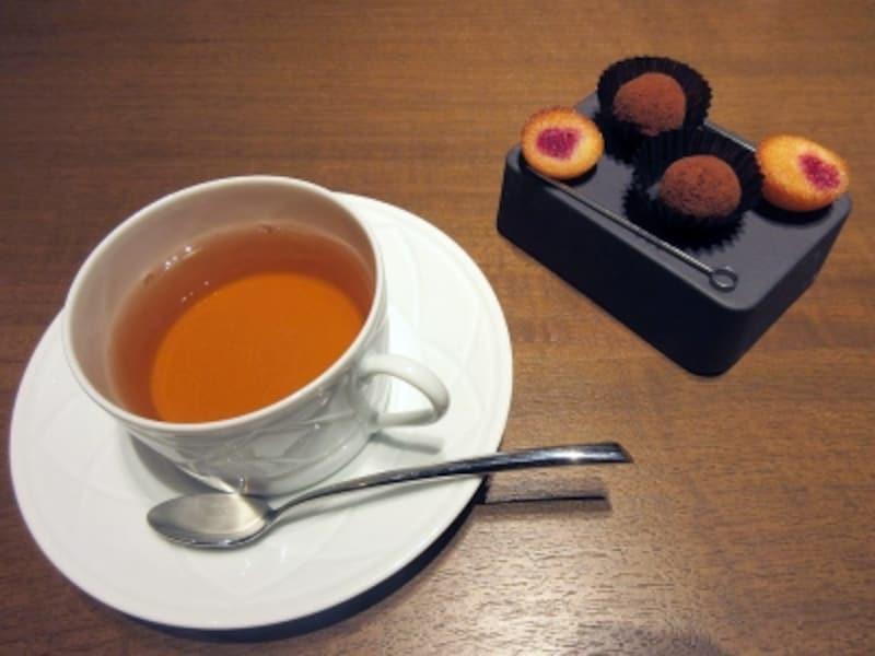 コーヒー、紅茶と小菓子
