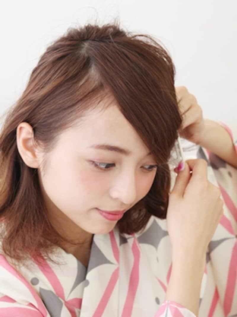 つむじ位置から髪を前方向にブラッシング