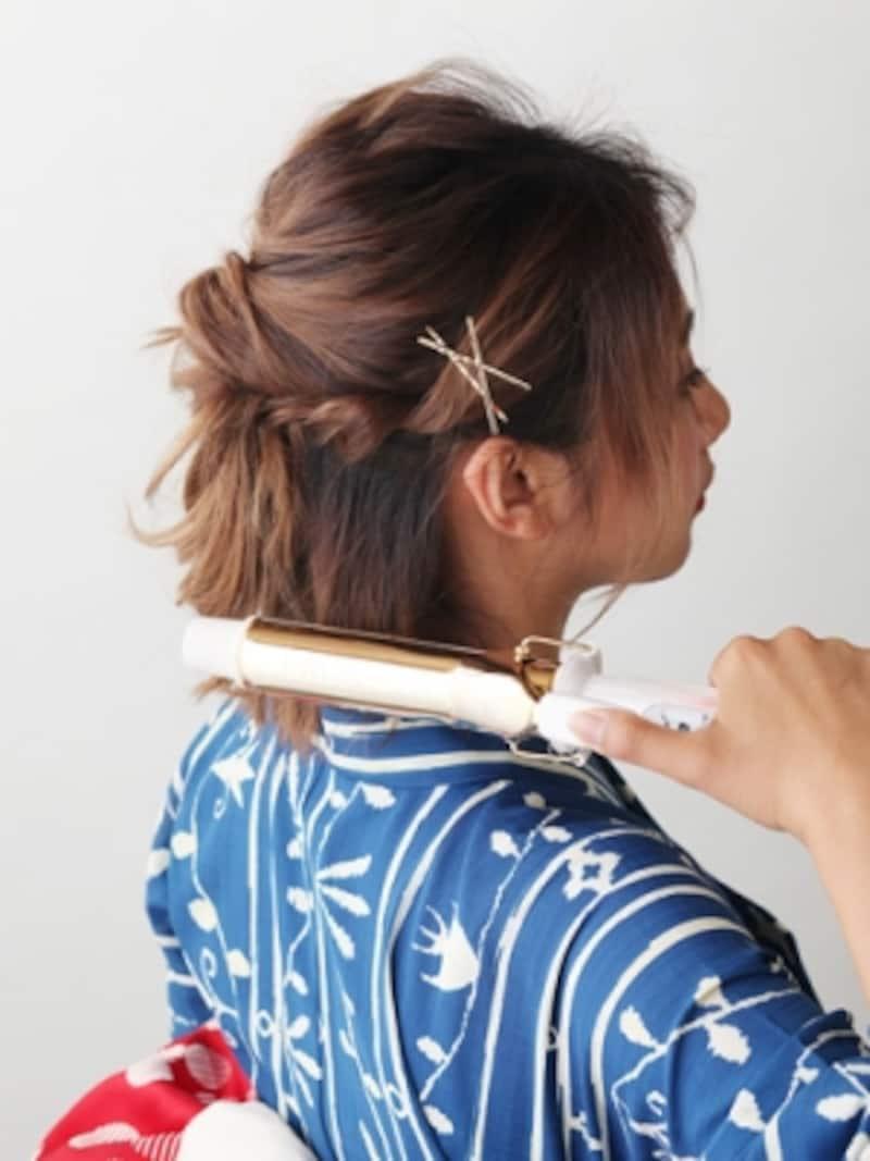 前髪もリバースで巻いて動きを出す