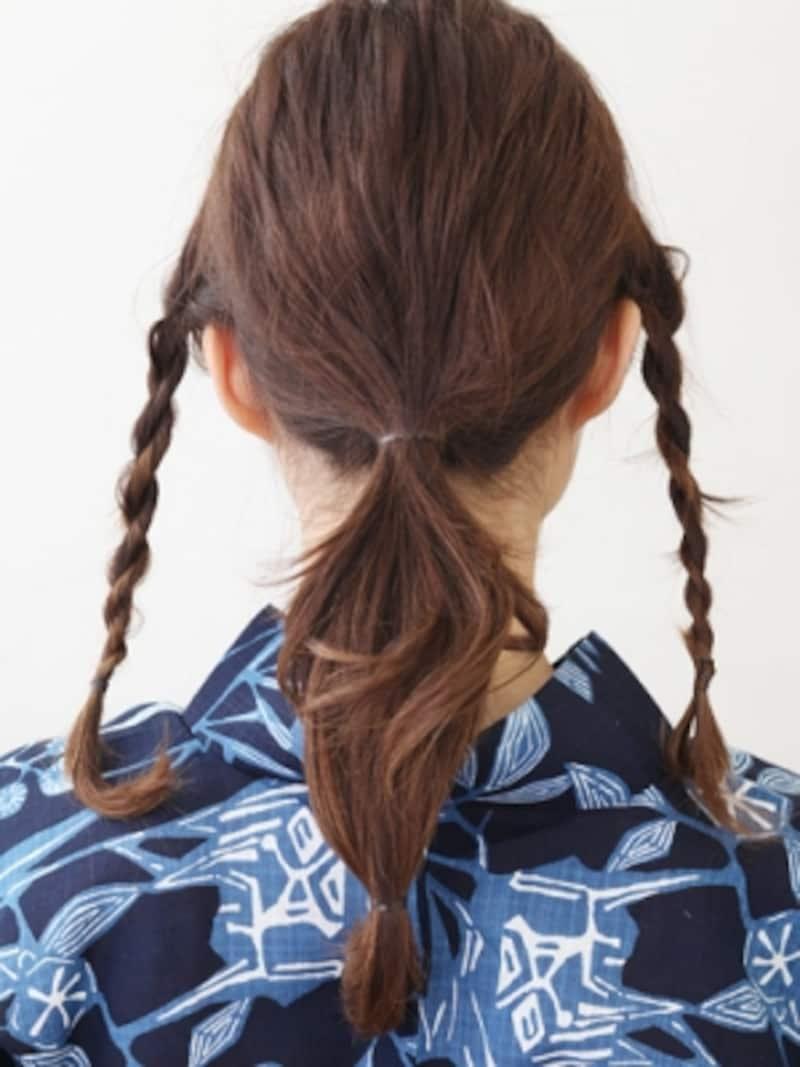 後ろの髪を2か所で結ぶ