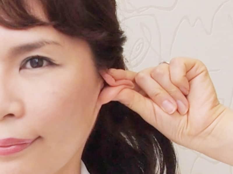 耳マッサージ1