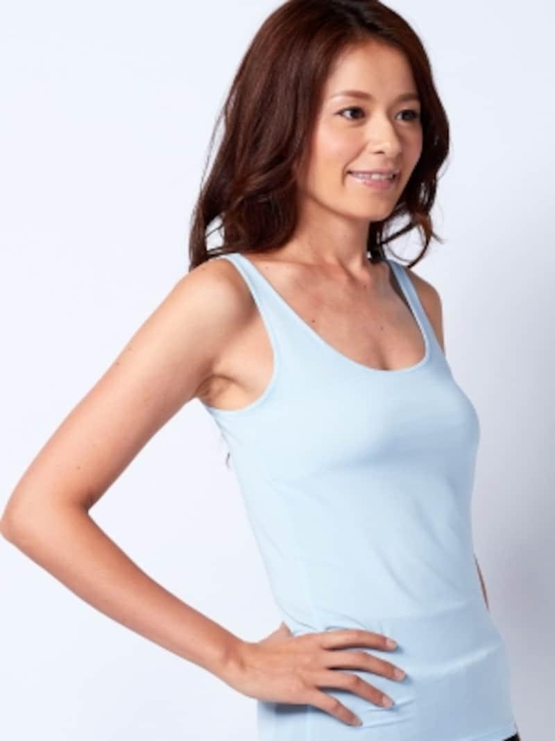 1枚エアリズムを着ると、暑さをやわらげてくれるundefined990円(税抜)