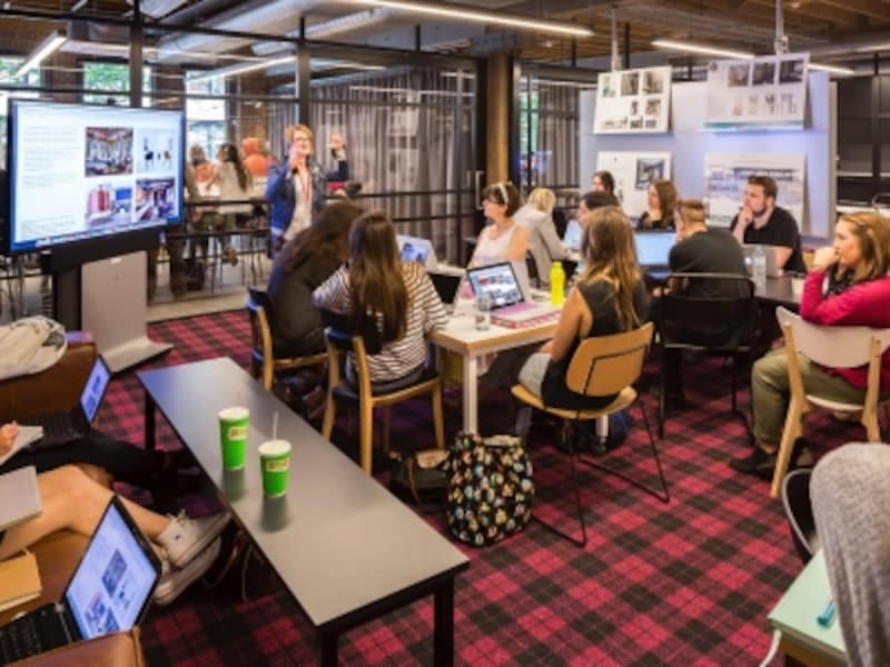 大学と遜色ない最新鋭の設備、経験豊富な講師陣による多様なコースが専門学校の魅力(C)CATCDesignSchool