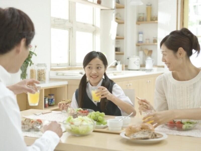家族の朝食風景