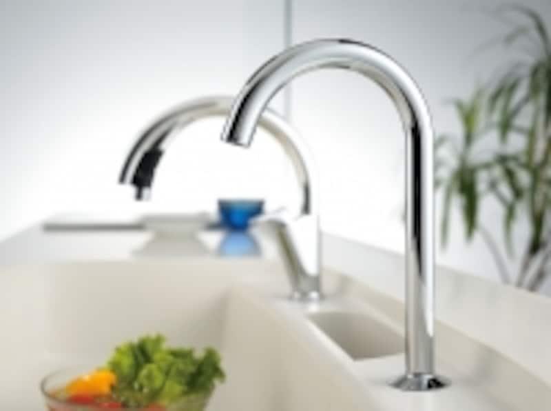 スリムなグースネックデザインに、タッチレス機能をプラスした浄水器専用の水栓。カートリッジの交換時期が近づくと操作パネル上に表示。[浄水器専用水栓ナビッシュビルトイン型]undefinedLIXILundefinedhttp://www.lixil.co.jp/