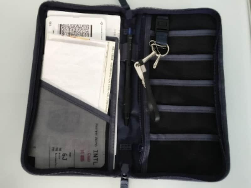 無印良品旅行グッズundefinedパスポートケース