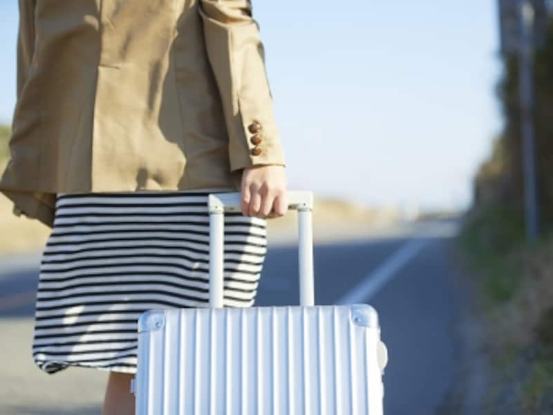 旅立つ女性のイメージ
