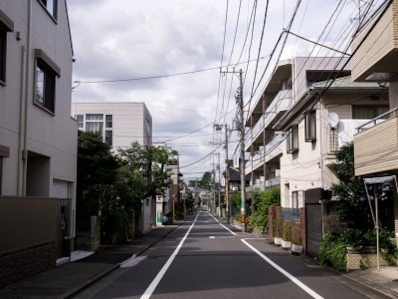 マンションも多くなる第一種中高層住居専用地域の町並み