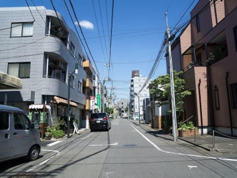 鉄筋コンクリート造が目立つようになる第一種住居地域の町並み