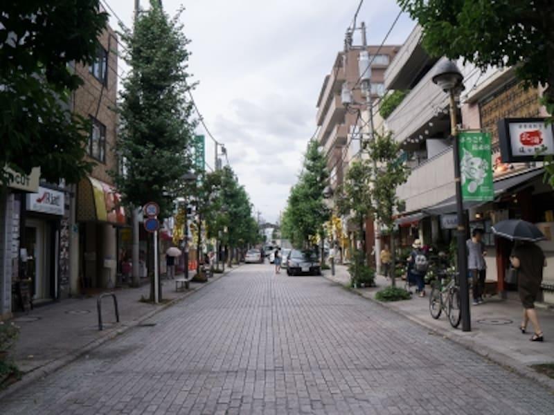 商店街を形成する近隣商業地域の町並み