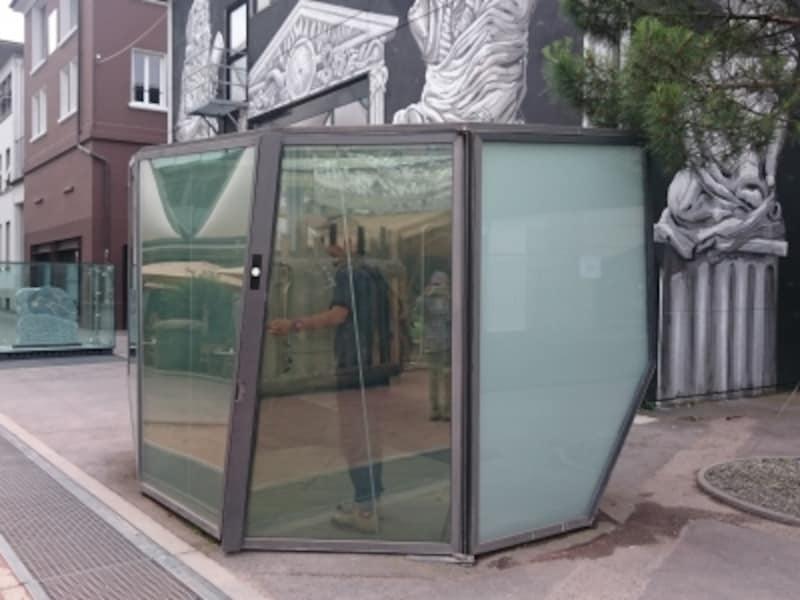ローザンヌの透明トイレ