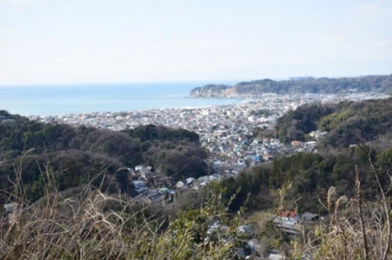 鎌倉有数の絶景を楽しめる衣張山山頂