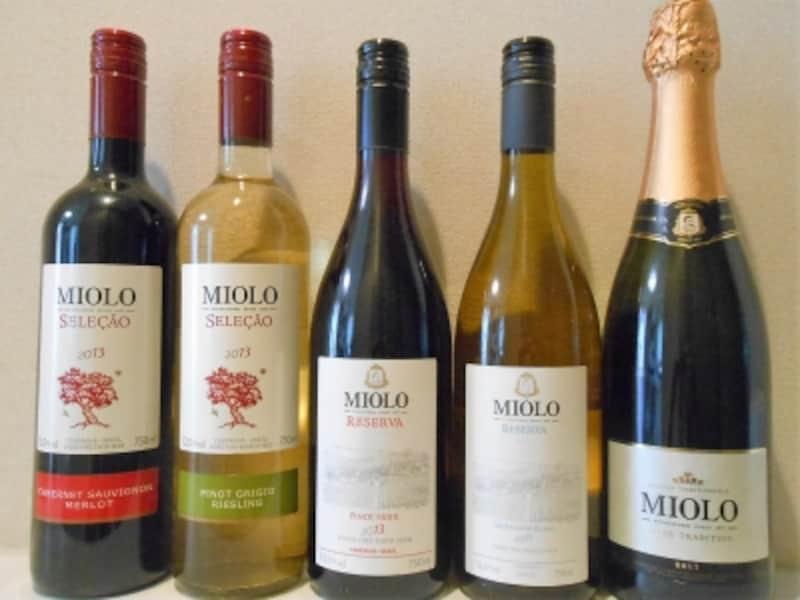ミオーロのワイン。右からスパークリング、ソーヴィニヨンブラン、ピノノワール、セレソン・ピノグリージョ&リースリング、セレソン・カベルネ・ソーヴィニヨン