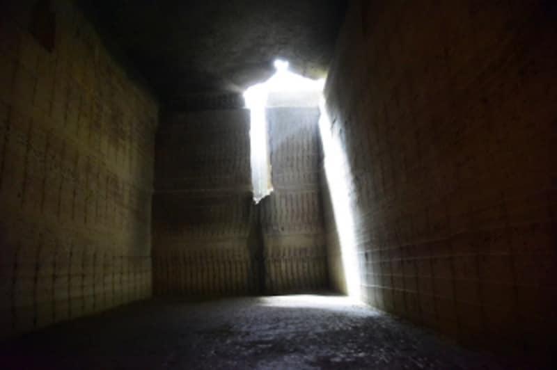 地上からの光が射し、神秘的な雰囲気の「教会ゾーン」