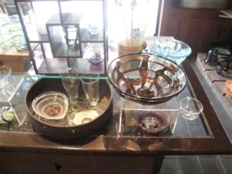 食卓に並べたい器たち。