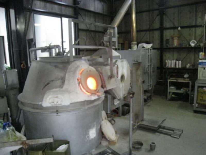 この窯でガラス製品を作るのです。