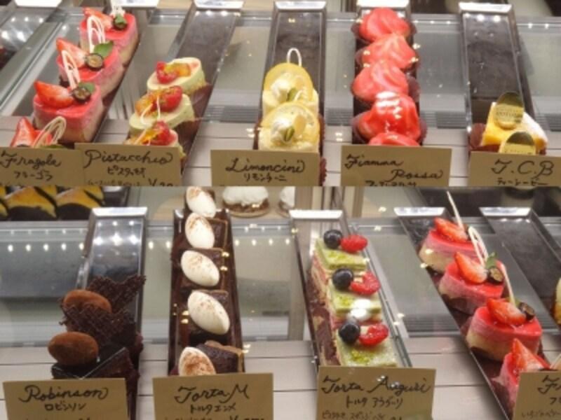 「ラトリエモトゾー」の小さなサイズの生菓子類(1つ税別300円~350円)
