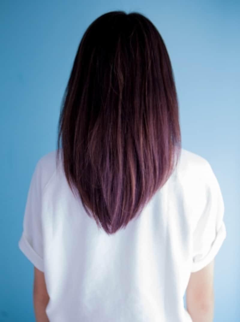 重たく見せない髪色もメガネスタイルには重要