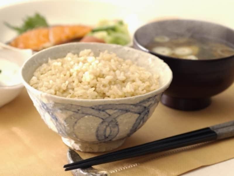 玄米は、血糖値の急上昇を抑えることが出来、健康的でおすすめです。白米と置き換えてみてはいかがでしょうか。