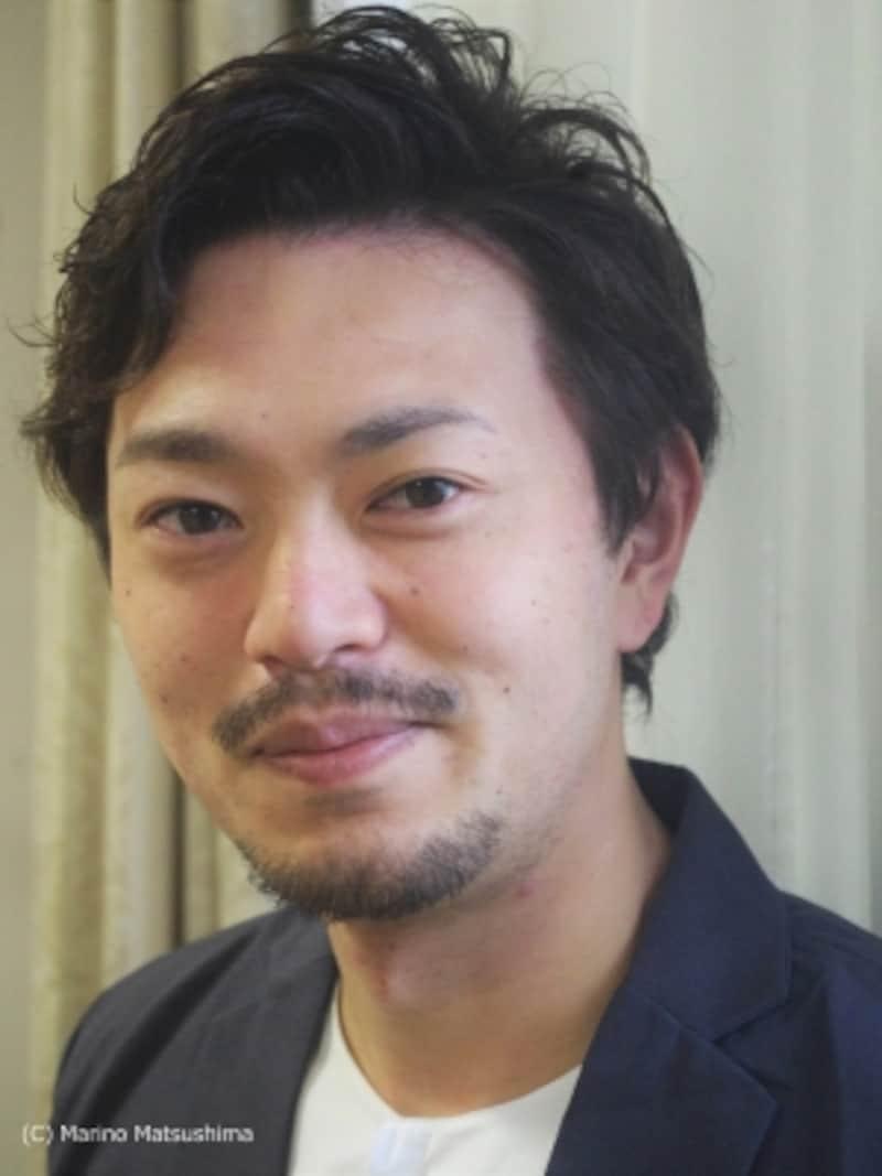 """飯田洋輔undefined福井県出身。04年オーディションに合格し『ジーザス・クライスト=スーパースター』で初舞台。『美女と野獣』『キャッツ』等で活躍。「いつも""""お客様に届いているかな""""と思うので、終演後、お客様の笑顔が見えるととても嬉しいですね。今後は経験を積み重ねて、深みのある俳優を目指したいです」と言う。(C)MarinoMatsushima"""