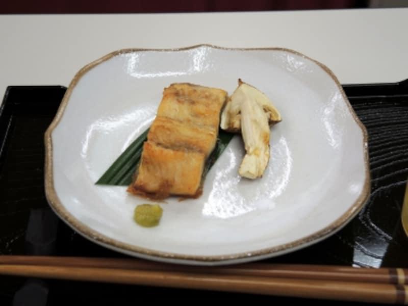 うなぎの白焼きと、松茸の焼き物もグリエなら簡単に美味しく出来上がる