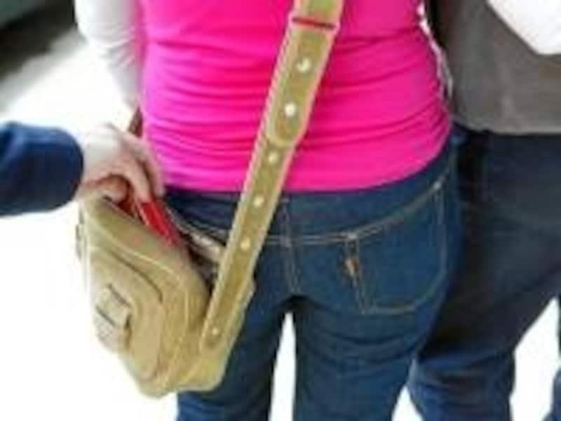 鞄のチャックはきちんとしめましょう