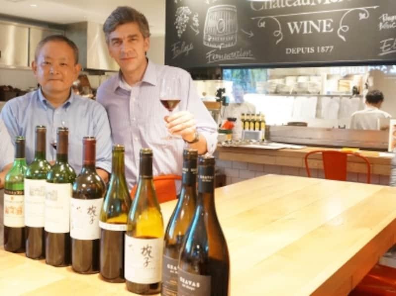 椀子ヴィンヤード。左の男性がチーフワインメーカーの安藏氏