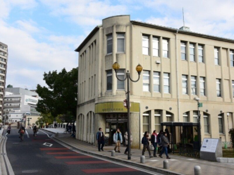 旧「大正屋呉服店」の建物。現在はレストハウスに使用されている