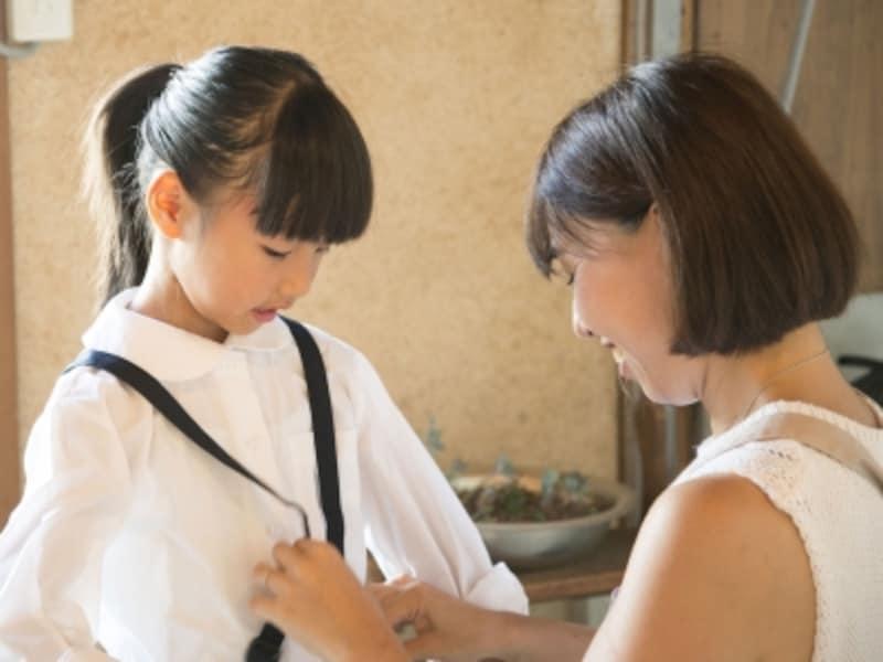 衣替えをするたびに、子どもの成長を実感できるはず。お気に入りの服の裾を出したり、成長を喜んだり。そんな親の姿を子どもは覚えていて、その思い出が一生の宝になっていきます
