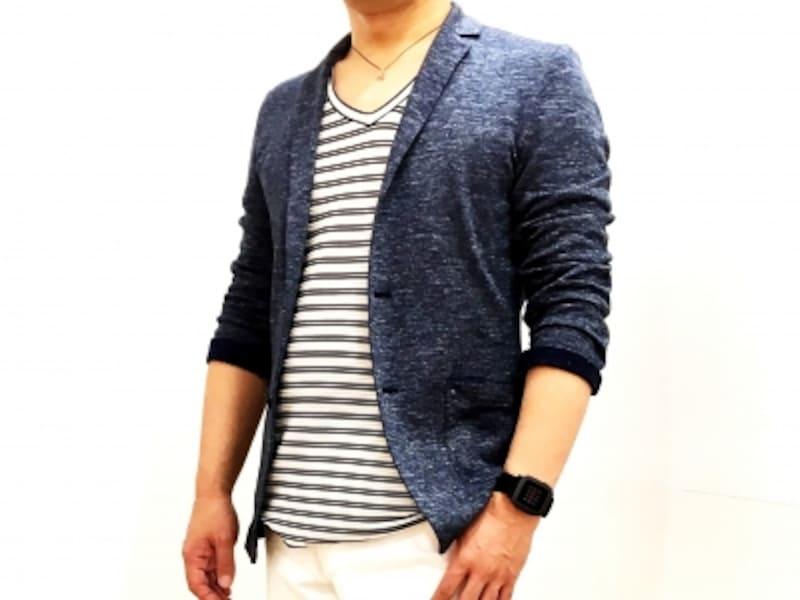 ジャケットにTシャツを合わせたコーディネート
