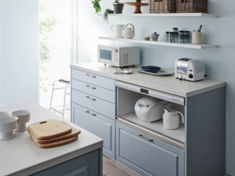 オープンなキッチンでは、家電をまとめて納めてすっきりと。[リシェルSI]undefinedLIXILundefinedhttp://www.lixil.co.jp/