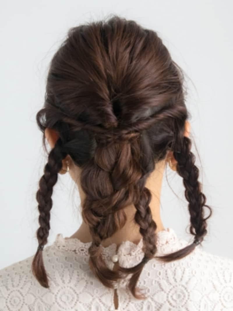 ねじった毛束が頭皮に沿うように留める