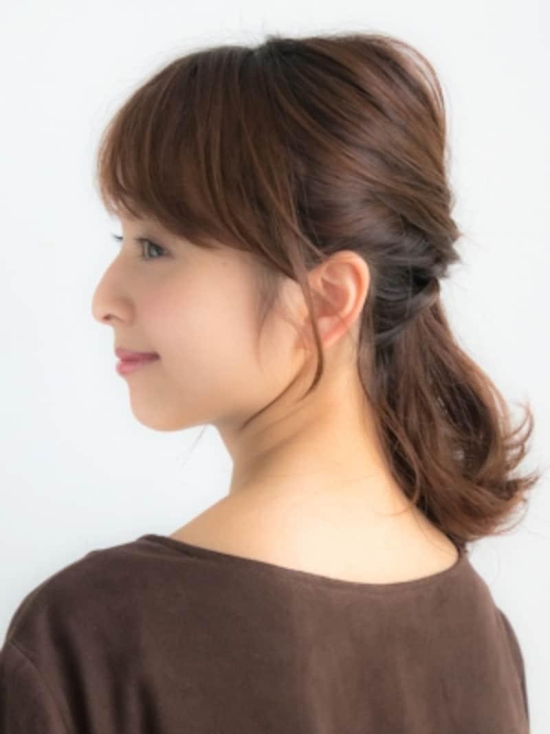 伸ばしかけヘアをおしゃれに乗り切る簡単ハーフアップ